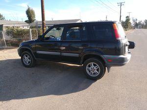 CRV honda 2000. No tiene placas y le falta. Trabajo el motor y trasmicion. Estan trabajando muy bien for Sale in Moreno Valley, CA