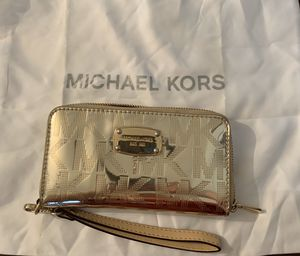 Michael Kors Metallic Gold Wallet. for Sale in Columbus, OH