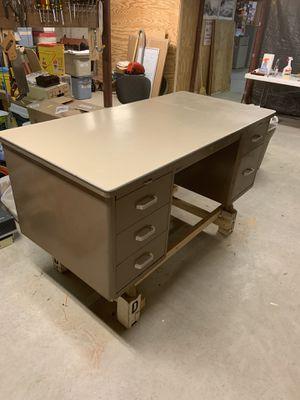 Statesman 5 ft office desk for Sale in VERNON ROCKVL, CT
