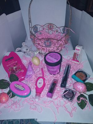 Prefilled hand made pink girls easter basket for Sale in Coldwater, MI