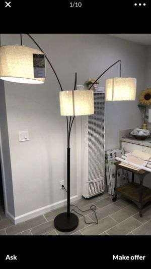 ADEESO floor lamp for Sale in San Fernando, CA