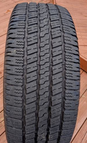 (1) Goodyear 275/60/20 for Sale in Charlotte, NC