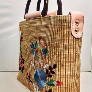New Handbag Fashion Embroidered Beach Bag Shoulder Portable Crossbody Bag for Sale in Fort Lauderdale, FL