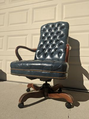 Traditional tufted leather midcentury conference chairs for Sale in Covina, CA