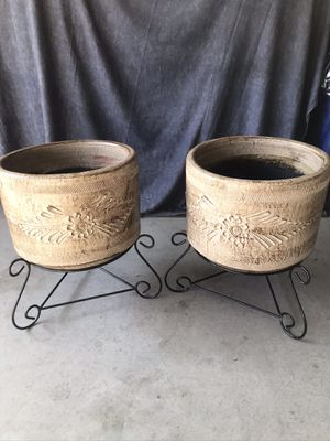 SET NEW FLOWER POTS WITH METAL STAND for Sale in Fontana, CA