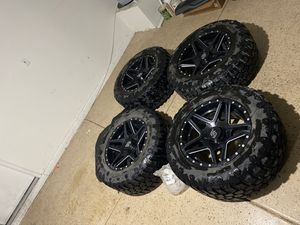 Jeep gladiator/jeep wrangler Jl /jk 5 lug unviersal LRG 20in wheels on 35's for Sale in North Las Vegas, NV