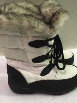 Totes toddler girls size 9 faux for lined winter snow boots for Sale in Riverside,  IL