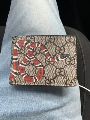 Gucci Mens wallet for Sale in Glendale, CA