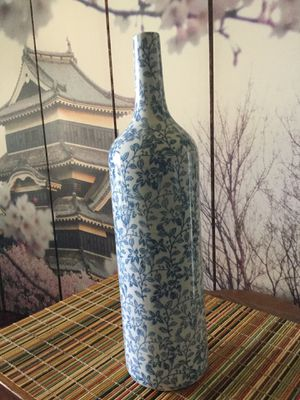 Three Hands Corp decorative single flower ceramic vase, in blue— $30 for Sale in San Marcos, CA