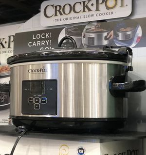 $35 NEW Crock-Pot 6.6 L (7 qt.) Cook and Carry digital Slow Cooker with Countdown Timer for Sale in El Monte, CA