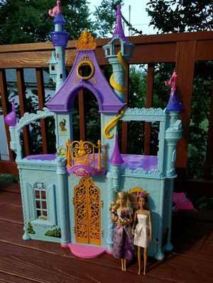 Disney Princess Royal Dreams Castle + 2 Barbie for Sale in Knightdale, NC