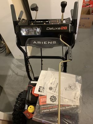 BRAND NEW. SNOW BLOWER ARIENS DELUXE -28 inch. NEVER USE for Sale in Reading, PA