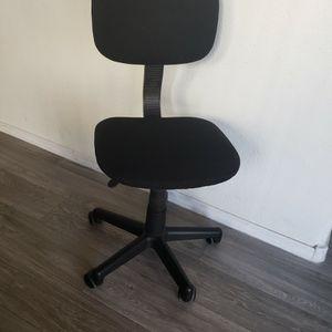 Desk/ Office Chair for Sale in Chandler, AZ
