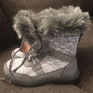 Brand New Bear paw Winter Boots Size 2y $30 for Sale in Castro Valley, CA