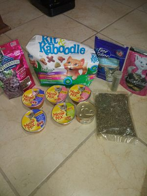 Cat food and treats for Sale in Fort Wayne, IN