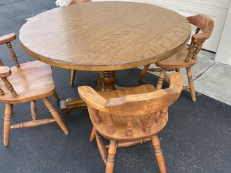 Dining table - 5pc Set for Sale in Placentia,  CA