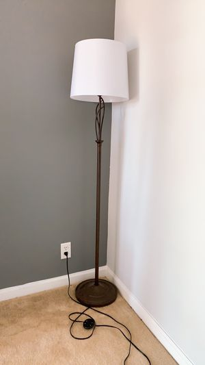 Floor stand lamp for sale. In great condition, no scratch. for Sale in Chesterfield, MO