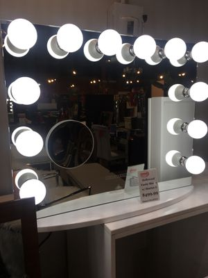 Hollywood Vanity Mirror for Sale in Cerritos, CA
