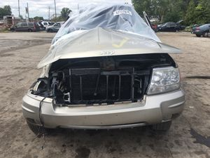 Parting out 2004 Jeep Grand Cherokee Limited 4x4 for Sale in New Castle, PA