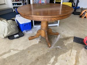 Round kitchen table for Sale in Akron, OH