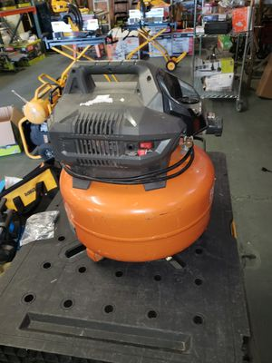 6 gallons ridgid air compressor for Sale in Bakersfield, CA