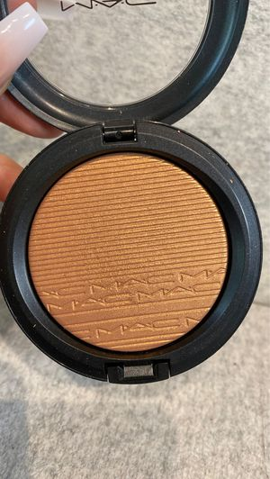 Mac Cosmetics highlighter glow bronzer in Glow with it (makeup beauty make up) for Sale in San Antonio, TX