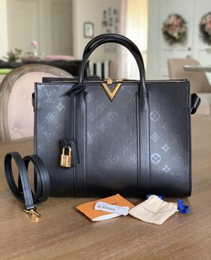 Authentic Louis Vuitton Very Tote for Sale in Seattle, WA