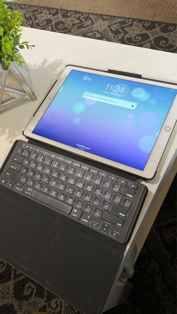 iPad Pro 12.9 inch screen Gold/White 64gb