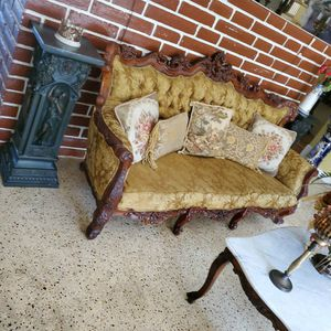 Antique Living Room for Sale in Hialeah, FL