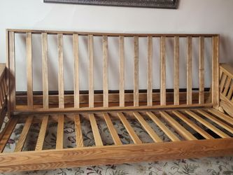 Broyhill Futon for Sale in Cuyahoga Heights,  OH