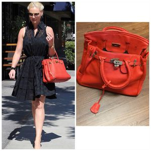 RED HANDBAG 👜 -DRESS LIKE A CELEBRITY FOR ALMOST NOTHING for Sale in Arlington, TX
