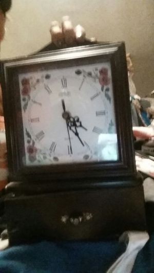 Dansbury Antique Clock/Jewelry Box for Sale in Las Vegas, NV