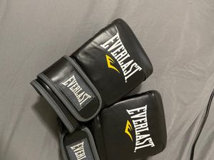 MMA heavy bag gloves new for Sale in Ann Arbor, MI