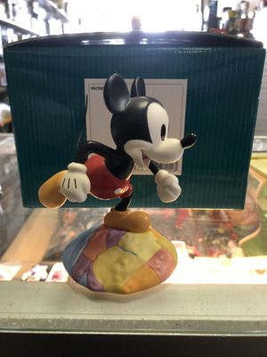 WDCC Disney Millennium Mickey on Top of the World with Box Pin. for Sale in Redlands, CA