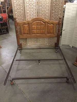 Beautiful Queen Sized Oak Headboard and Metal Frame - Delivery Available for Sale in Midland, MI