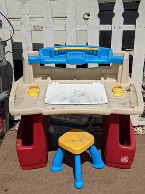 Step 2 kids Desk w/chair for Sale in Spring Valley, CA