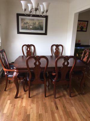 Table w/ kitchen hutch buffet for Sale in Auburn, WA