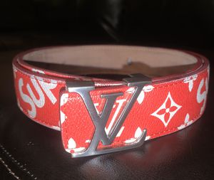 Louis vutton / supreme belt size 44 for Sale in Kissimmee, FL