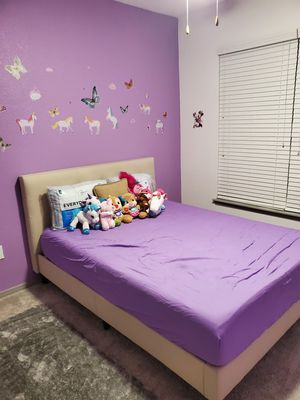 Queen size bed frame for Sale in Aurora, CO