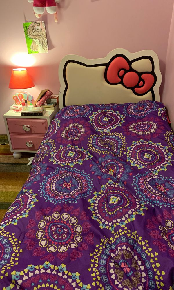 Hello kitty twin bed with hello kitty blanket
