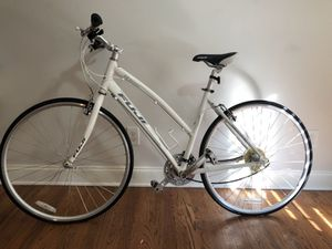 Fuji Absolute 3.0 LE Women's Flat Bar Road Bike – Performance Exclusive for Sale in Decatur, GA