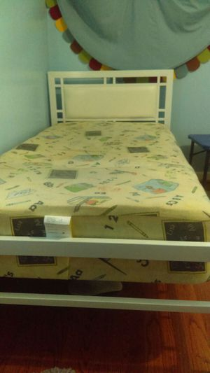 Twin bed (100)$ for Sale in Dearborn, MI
