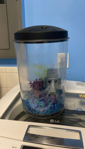 Small fish tank with rocks and accessories! for Sale in Deltona, FL