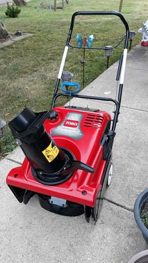 """Toro 21"""" Inch Commercial Snowblower 721 R-C 4-Cycle OHV Engine for Sale in Aurora, IL"""