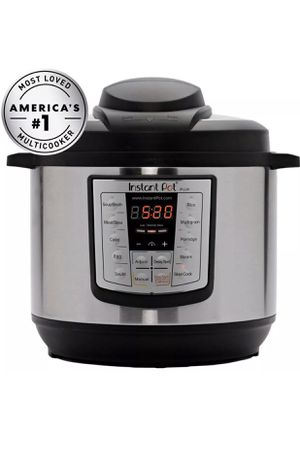 Instant Pot IP-LUX60 v2 6-in-1 Programmable Pressure Cooker, 6-Quart 1000-Watt for Sale in Brooklyn, NY