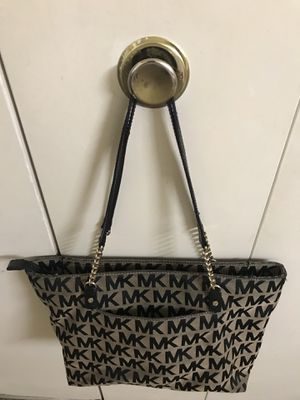 Used Michael kors tote bag in excellent condition click on my profile picture choose my offers for more listings pick up in Gaithersburg md 20877 for Sale in Gaithersburg, MD