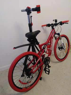 """SPECIALIZED MOUNTAIN BIKE SIZE 26""""WITH HYDRAULIC DISC BRAKES 21 SPEED INCLUDE THE STAND for Sale in Homestead, FL"""