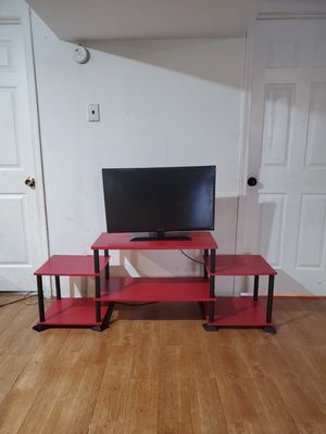 Mueble de tv y tv 32 pulgadas no Smart y no control for Sale in Laurel, MD