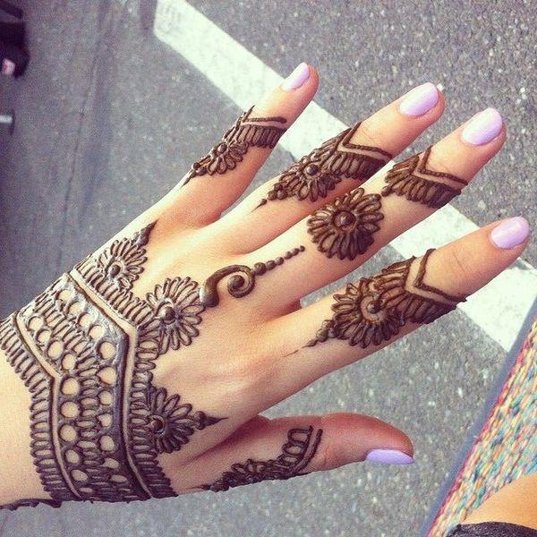 Henna tattoos (temporary tatto)