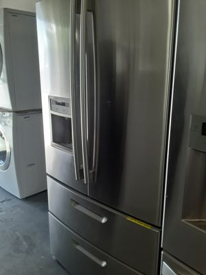 REFRIGERATOR LG 4 DOORS 2 DOORS FREEZER EXCELLENT CONDITION WORKING PERFECT WITH WARRANTY for Sale in Azalea Park, FL